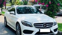 Cần bán Mercedes C300 sản xuất 2017, màu trắng