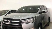 Cần bán xe Toyota Innova sản xuất năm 2017, màu bạc