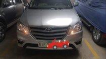 Bán xe Toyota Innova sản xuất năm 2015, màu bạc xe gia đình
