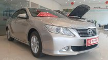 Cần bán lại xe Toyota Camry 2.0E 2014, màu bạc số tự động
