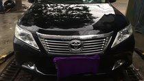 Cần bán lại xe Toyota Camry 2.0E năm 2013, màu đen còn mới