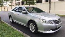 Cần bán Toyota Camry 2.0G 2013, màu bạc, giá 717tr