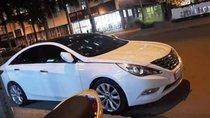 Cần bán Hyundai Sonata sản xuất 2010, màu trắng
