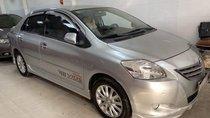 Cần bán gấp Toyota Vios AT đời 2011, màu bạc