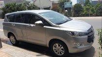 Cần bán lại xe Toyota Innova MT sản xuất 2017, màu bạc