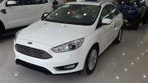 Bán xe Ford Focus Titanium 4 cửa sản xuất 2019, màu trắng, 735tr, giao ngay