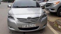 Cần bán gấp Toyota Vios E 2013, màu bạc