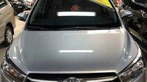Bán ô tô Toyota Innova E 2017, màu bạc còn mới, giá 719tr