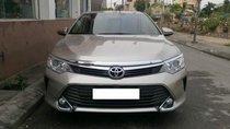 Cần bán Toyota Camry 2.0E năm sản xuất 2015 xe gia đình, giá chỉ 840 triệu