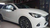 Cần bán gấp Mazda 2 đời 2017, màu trắng xe gia đình