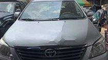 Cần bán lại xe Toyota Innova sản xuất 2012, màu bạc chính chủ