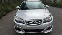 Cần bán lại xe Hyundai Avante 2015, màu bạc số sàn, giá tốt