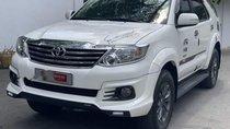 Cần bán xe Toyota Fortuner đời 2016, màu trắng số tự động, giá 880tr