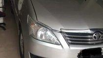 Cần bán lại xe Toyota Innova sản xuất năm 2012, màu bạc