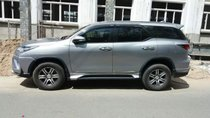 Cần bán gấp Toyota Fortuner đời 2017, màu bạc