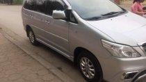 Cần bán Toyota Innova đời 2014, màu bạc xe gia đình