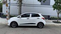 Cần bán Hyundai Grand i10 1.2 AT năm 2017, màu trắng