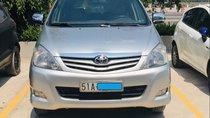 Cần bán gấp Toyota Innova G đời 2009, màu bạc số sàn