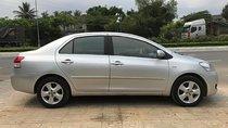 Cần bán gấp Toyota Vios AT đời 2009, màu bạc