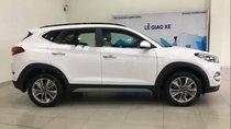 Bán xe Hyundai Tucson sản xuất 2019, màu trắng, mới 100%