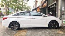 Bán Hyundai Sonata đời 2011, máy 2.0L DOHC 16, màu trắng, đã đi hơn 75,000km