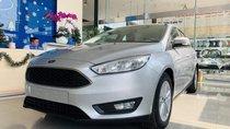 Bán xe Ford Focus Trend 2018, màu bạc, mới 100%