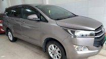 Cần bán lại xe Toyota Innova năm sản xuất 2017, màu bạc