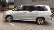 Cần bán chiếc xe Innova 2.0E màu bạc, sx cuối năm 2015