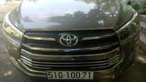 Bán xe Toyota Innova đời 2017, màu xám