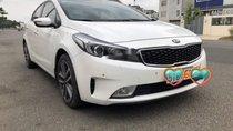 Cần bán xe Kia Cerato AT sản xuất 2017, màu trắng số tự động