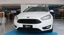 Ford Focus Trend và Titanium 2019, màu trắng, nhập khẩu, giá nát để lấy doanh số, tặng kèm bảo hiểm vật chất
