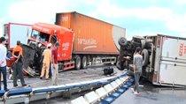 Kinh nghiệm quan trọng khi đi bên cạnh xe tải, xe container để được an toàn