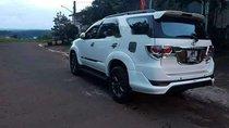 Cần bán gấp Toyota Fortuner đời 2015, màu trắng xe gia đình