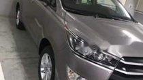 Cần bán lại xe Toyota Innova 2.0E sản xuất 2018, màu xám
