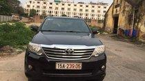 Cần bán xe Toyota Fortuner 2.7 AT 2014, màu đen xe gia đình