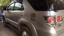 Cần bán Toyota Fortuner sản xuất năm 2014, màu bạc