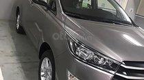 Cần bán gấp Toyota Innova đời 2018, màu xám