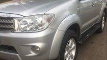 Bán lại xe Toyota Fortuner sản xuất năm 2010, màu bạc còn mới