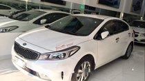 Cần bán xe Kia Cerato năm 2017, màu trắng, máy móc êm ru