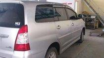 Bán Toyota Innova 2013, màu bạc xe gia đình