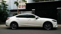 Bán xe Mazda 6 2.0 Premium đời 2017, màu trắng chính chủ