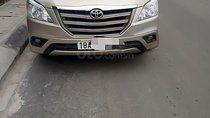 Cần bán xe Toyota Innova 2.0E sản xuất năm 2015, màu vàng