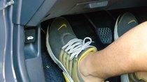 Đạp chân ga ô tô như thế nào để ít hao xăng và giữ an toàn?
