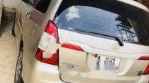 Bán Toyota Innova 2.0E đời 2015, màu vàng số sàn
