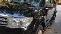 Bán xe Toyota Fortuner sản xuất 2010, đăng ký 2011, màu đen, 585tr