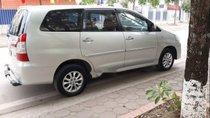 Cần bán Toyota Innova 2.0E năm sản xuất 2014, màu bạc chính chủ