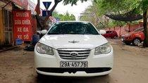 Cần bán gấp Hyundai Elantra đời 2011, màu trắng xe gia đình