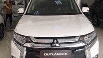 Bán Mitsubishi Outlander màu trắng, khuyến mại khủng