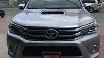 Bán gấp Toyota Hilux 3.0G 4x4 AT đời 2016, màu bạc, xe nhập