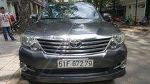 Cần bán Toyota Fortuner sản xuất năm 2013, máy xăng. Xe mới 90%
